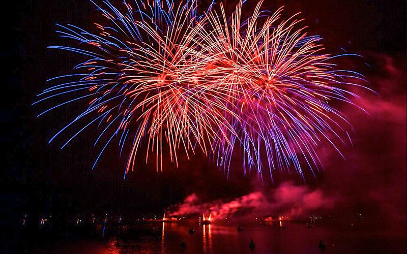 Pyrogandalf, un cielo di Magie - Spettacoli pirotecnici acquatici